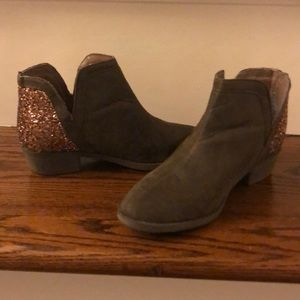 Justice brown booties size 13